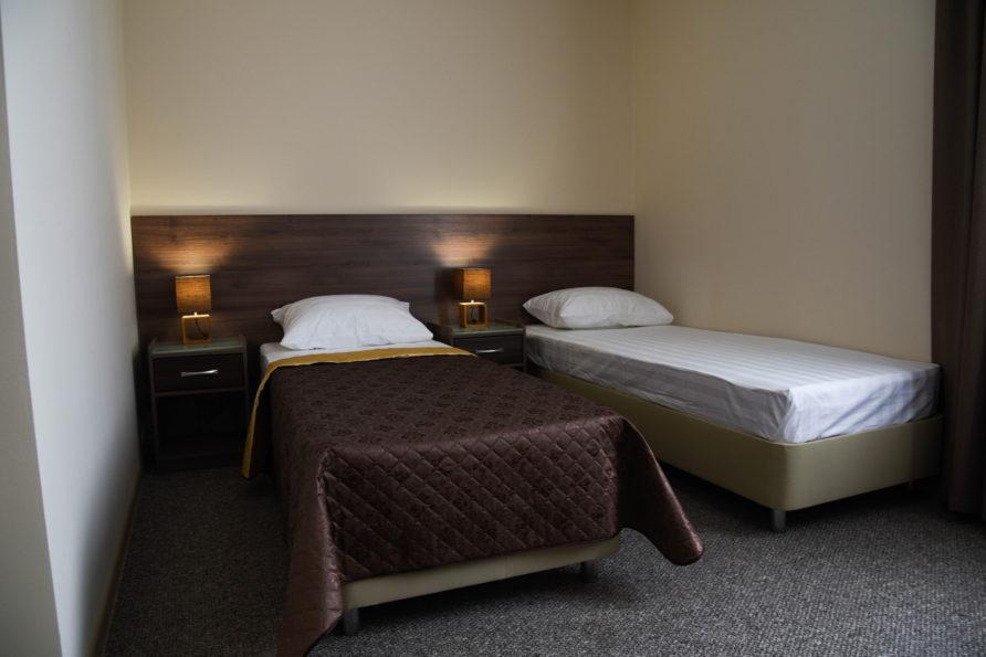 Две односпальные кровати